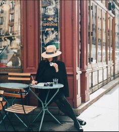 The Ultimate Guide to Paris 💗 A fascinating, interesting, romantic and multi-. - The Ultimate Guide to Paris 💗 A fascinating, interesting, romantic and multi-sided city offers a - Parisian Cafe, Parisian Style, Poses Photo, French Lifestyle, Foto Casual, Living In New York, Foto Pose, Paris Travel, Paris Fashion