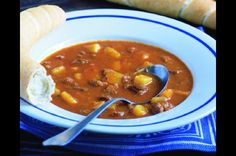 Czech Recipes, Ethnic Recipes, Goulash Soup, Soups And Stews, Farmers Market, Ham, Chili, Curry, Food And Drink