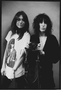 Lynn Goldsmith & Patti Smith photographed by Michael Putland.