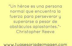 Un héroe es una persona normal que encuentra la fuerza para perseverar y superar obstáculos.
