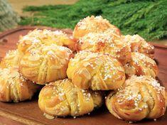Mannerströms saftiga lussekatter | Recept från Köket.se Swedish Recipes, Sweet Recipes, Roy Fares, Grandma Cookies, Whats For Lunch, Bread Bun, 20 Min, Cookie Desserts, Vegan Snacks
