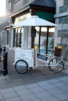 The perfect unique touch to your day.our ice cream bike! Ice Cream Stand, Ice Cream Cart, Diy Ice Cream, Bicycle Cart, Ice Cream Business, Camping Dishes, Cream Candy, Vintage Ice Cream, Traditional Wedding Cake