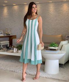 Vestido linho listrado + midi! #amamos 🖤 . Vestido {R$ 299,90 - 40} . #modafeminina #fashion #moda #mulher #lojabiswear #elasusambiswear #dicatrend