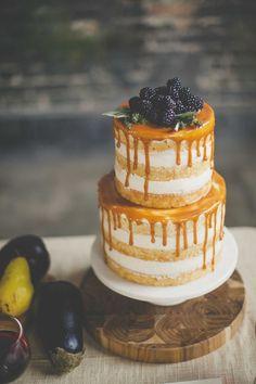 Naked cake para bodas con frutas del bosque
