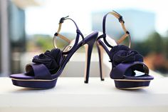 A modern way to wedding Purple Shoes, Evening Shoes, California Wedding, Madness, Real Weddings, Sandals, Elegant, Heels, Fashion