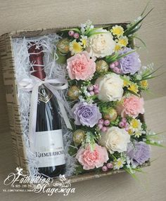 Just another gift idea for myself ❤😍 Flower Box Gift, Flower Boxes, Paper Flower Art, Paper Flowers, Luxury Flowers, Chocolate Bouquet, Festa Party, Wine Bottle Crafts, Deco Table