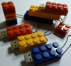 Lego USB Flash Drive (love the style!)
