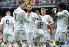 Cuplikan Gol Real Madrid 3-2 Valencia 8 Mei 2016  #PrediksiSpbo #CuplikanGol #VideoGol #LigaSpanyol #LaLiga #LaLigaSpanyol #RealMadrid #Valencia Cuplikan Gol Real Madrid 3-2 Valencia – Kemungkinan juara Real Madrid dipastikan tetap terbuka hingga pertandingan terakhir Liga Spanyol usai dua gol Cristiano Ronaldo membawa tim meraih kemenangan 3-2 atas Valencia di Santigao Bernabeu, Minggu (8/5).