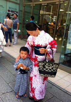 Tokyo, Summer 2014. A woman and a child wearing yukatas. From Blue & White