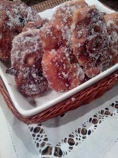 Buñuelos con nueces y pasas de uva