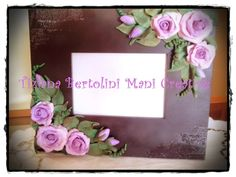Cornice con rose in pasta di mais.