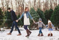 Family Shoot, Family Photo Sessions, Family Posing, Family Photoshoot Ideas, Mini Sessions, Family Portraits, Winter Family Pictures, Winter Photos, Xmas Family Photo Ideas