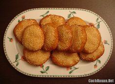 Chiếc bánh tiêu vàng ươm với những hạt vừng thơm ngon là món ăn vặt được nhiều người ưa thích. Hãy tham khảo cách làm bánh tiêu đơn giản mà hấp dẫn sau đây.