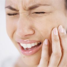Dental emergencies can be painful and often require prompt treatment. Most medical facilities are ill equipped to properly handle dental issues, which is why you need a dentist you trust. Home Remedies For Earache, Remedies For Tooth Ache, Herbal Remedies, Canal Radicular, Tooth Pain Relief, Emergency Dental Care, Root Canal Treatment, Smile Dental, Beauty Tricks