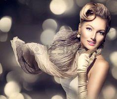 Retro ritratto della donna di bellezza Glamour signora con la sciarpa di soffiaggio