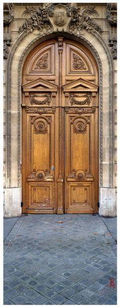"""Une porte cochère """"colossale"""", d'environ 5m. de hauteur … à Paris, 17ème arrdt. #photo jarri mimram#leica q#france#paris#17ème arrdt.#porte cochère"""