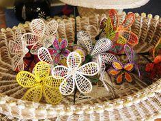 Flower Diy, Flower Crafts, Diy Flowers, Island Crafts, Flax Flowers, Country Shop, Basket Crafts, Marshall Islands, Wire Art