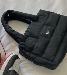 Fashion Handbags, Purses And Handbags, Fashion Bags, Luxury Purses, Luxury Bags, Aesthetic Bags, Dr Shoes, Nike Shoes, Sacs Design