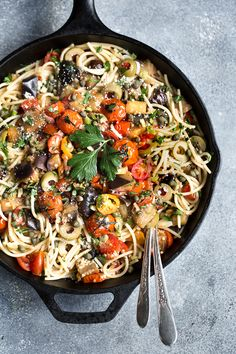 Eggplant Pomodoro Pasta : a 30-minute vegetarian and gluten-free dish that you can make on a Tuesday night. An eggplant and tomato sauce flavored with capers and green olives and mixed with quinoa spaghetti, fresh parsley, and Parmesan cheese.