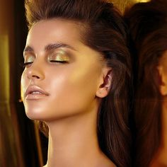 Shop Natasha Denona's Gold Eyeshadow Palette at Sephora. A palette featuring 15 brand-new eyeshadow shades in the classic, signature Natasha Denona formulas. Gold Eyeshadow Looks, Gold Eyeshadow Palette, Gold Makeup Looks, Blending Eyeshadow, Golden Makeup, Greek Goddess Makeup, Greek Makeup, Curly Hair Styles, Natural Hair Styles