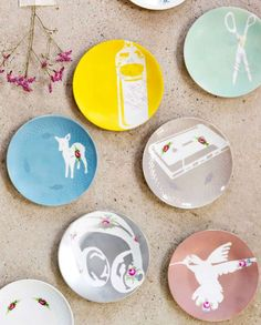 I love this fun way to spruce up old plates with simple stencils (from Ed Roth's Stencil 101 book) and spray paint from 101-woonideeen. It would be a great