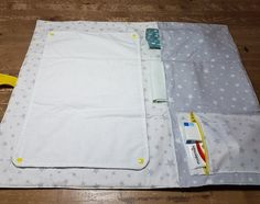 Baby Changing Mat, Changing Pad, Kit Bebe, Nursery Design, Baby Crafts, Baby Sewing, Sewing Hacks, Diy For Kids, Sewing Patterns