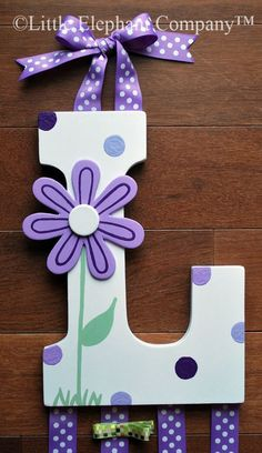 Purple Daisy Wooden Wall Letter Hair Barrette, Clip, Clippie, Bow Holder - Welcome Pikide Painting Wooden Letters, Wooden Wall Letters, Diy Letters, Letter A Crafts, Painted Letters, Letter Wall, Decorating Wooden Letters, Diy Hair Bow Holder, Barrette Holder