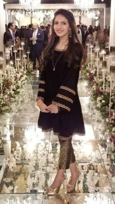Indian pakistani velvet short kurti with brocade pants emblished with zardozi hand work Simple Pakistani Dresses, Pakistani Dress Design, Indian Dresses, Velvet Pakistani Dress, Pakistani Fashion Party Wear, Pakistani Wedding Outfits, Bollywood Fashion, Trajes Anarkali, Velvet Dress Designs