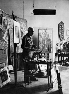 Georges Braque (1882 - 1963) en su estudio / at work. Discover a selection of his available artworks for sale at www.modum-art.com