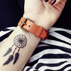Tattoo wrist in dream catcher design