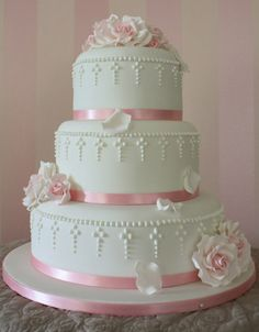 15 Communion cakes that look too good to eat Beautiful Wedding Cakes, Gorgeous Cakes, Wedding Cake Designs, Wedding Cake Toppers, Wedding Ideas, Christening Cake Girls, Christening Cakes, Bolo Fack, Cake Wallpaper