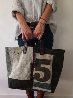 Image of Sac Cabas Numéroté { SNC-74.9 } Linen Bag, Cute Bags, Canvas Tote Bags, Fabric Crafts, Purses And Bags, Burlap, Reusable Tote Bags, Michael Kors, My Style
