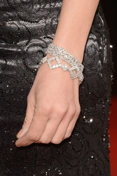 No shortage of sparkle here! Uma Thurman accessorized with a 40-carat asscher-cut diamond bracelet from Chopard.