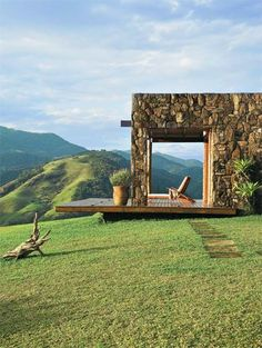 Paraíso! Quero uma casa assim....Casa de campo com grandes janelas e paredes de tijolo - Casa