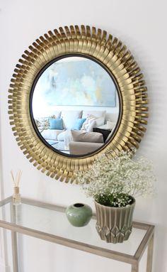 Espejo dorado circular. Recibidor. Kenay Home