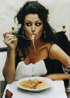 Sophia Loren- .Italian food, spaghetti! Italian Summers by Lisa  #lovitalia #italiansummers #italianfood