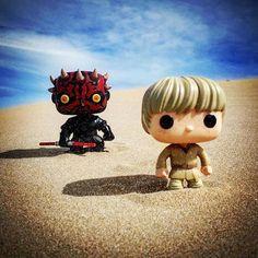 🔴⚫️ La última de Star Wars... esta semana. El encuentro entre Anakin de niño y Darth Maul en las arenas de Tatooine a cargo de @gersinho_xdd.  ➖➖➖➖➖➖➖➖➖➖➖➖➖➖➖➖➖ #vuestrasfotos #funkopopespaña #funkopop #funko #juguetes #coleccion #cine #peliculas #starwars #laamenazafantasma #thephantommenace #anakinskywalker #darthmaul #movies #popfunko #popvinyl #toys #toycollector #toycommunity #instatoys #toystagram #funkotree #funkomania #funkofamily #funkoaddict #funkofunatic #funkopop #funkopops…
