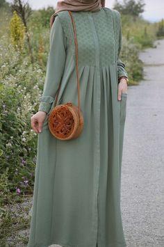 Modest Outfits Muslim, Modest Fashion Hijab, Modesty Fashion, Casual Dress Outfits, Long Dress Fashion, Indian Fashion Dresses, Islamic Fashion, Muslim Fashion, Brokat