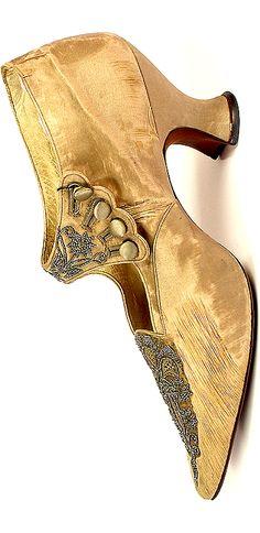 •♥•✿ڿڰۣ(̆̃̃•Aussiegirl #Vintage #Wear Vintage shoe - Silk - France - 1870s