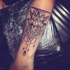 What a nice tattoo idea, i love it / c'est une belle idée de tatouage !