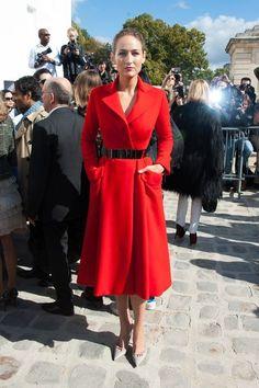 Leelee Sobieski w płaszczu Christian Dior na pokazie Christian Dior wiosna-lato 2013 w Paryżu (fot. East News)