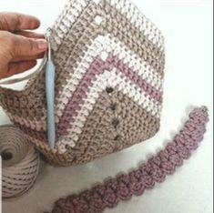 New Designs for crochet bag pattern images Easy And Stylish! - Page 61 of 61 - Beauty Crochet Patterns! Crochet Beach Bags, Free Crochet Bag, Crochet Market Bag, Crochet Clutch, Crochet Handbags, Crochet Purses, Diy Crochet, Crochet Bags, Striped Shoulder Bags