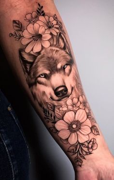 Outer Forearm Tattoo, Cool Forearm Tattoos, Small Tattoos, Dream Tattoos, Wolf Tattoos, Animal Tattoos, Tatoos, Rosen Tattoo Frau, Werewolf Tattoo