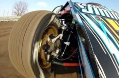 Fantastic view of a Dirt Modified suspension at work.