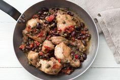 Il pollo alla siciliana è un secondo piatto succulento, ricco di aromi e sapori mediterranei.