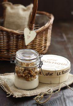 Camembert, caramel and walnuts kit