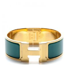 HERMES Enamel Clic Clac H Wide Bracelet PM Malachite ❤ liked on Polyvore featuring jewelry, bracelets, hermès, enamel bangle, wide bangle, hermes bangle and hermes jewelry