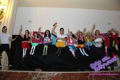 Restaurante con juegos, despedida de soltera original en Madrid Madrid, Dresses, Fashion, Pageants, Discos, Saying Goodbye, Restaurant, Games, Vestidos