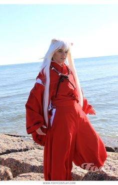 Inuyasha cosplay FTW one of the all time best anime in my opinion. This is the best cosplay of him right here!