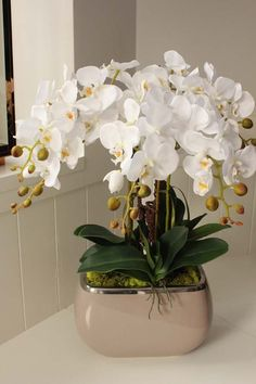 sztuczny storczyk - pracownia i sklep www.tendom.pl Orchid Flower Arrangements, Orchid Centerpieces, Beautiful Flower Arrangements, Beautiful Flowers, White Orchids, White Flowers, Orquideas Cymbidium, Orchid Show, Artificial Orchids